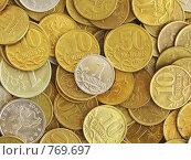 Купить «Одна копейка на фоне Российских монет», фото № 769697, снято 10 мая 2006 г. (c) Дмитрий Натарин / Фотобанк Лори