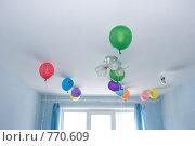 Купить «Разноцветные шарики под потолком в детской комнате», фото № 770609, снято 21 марта 2009 г. (c) Ирина Игумнова / Фотобанк Лори