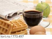 Купить «Утро делового человека: кофе, вафли, яйцо, яблоко и свежая газета», фото № 773497, снято 25 февраля 2009 г. (c) Лисовская Наталья / Фотобанк Лори