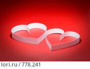 Купить «Белые  сердца на красном  фоне», фото № 778241, снято 23 января 2009 г. (c) Vitas / Фотобанк Лори