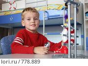 Купить «Мальчик в детской комнате», фото № 778889, снято 22 августа 2018 г. (c) Losevsky Pavel / Фотобанк Лори