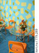 Купить «Стеклянный стол и оранжевые стулья», фото № 779289, снято 23 октября 2018 г. (c) Losevsky Pavel / Фотобанк Лори
