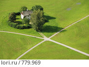 Фермерский дом рядом с перекрестком. Стоковое фото, фотограф Владимир Овчинников / Фотобанк Лори