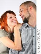 Купить «Смеющиеся мужчина и девушка на сером фоне», фото № 780677, снято 15 декабря 2018 г. (c) Losevsky Pavel / Фотобанк Лори