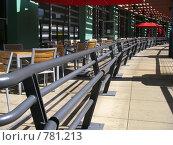 Купить «Кафе с красными зонтиками на балконе торгового центра», фото № 781213, снято 20 февраля 2009 г. (c) Shawn A. Nelson / Фотобанк Лори