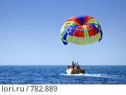 Моторная лодка с парашютом. Стоковое фото, фотограф Здоров Кирилл / Фотобанк Лори