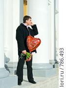 Купить «Влюбленный мужчина ждет девушку на свидание», фото № 786493, снято 8 марта 2009 г. (c) Ольга Красавина / Фотобанк Лори