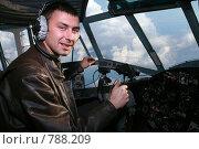 Купить «Пилот в кабине самолета», фото № 788209, снято 21 сентября 2007 г. (c) Владимир Мельников / Фотобанк Лори