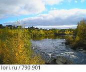 Течение реки перед водопадом. Карелия, Надвоицы. Стоковое фото, фотограф Кекяляйнен Андрей / Фотобанк Лори