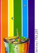Купить «Капли воды, падающие в переполненный стакан, на полосатом фоне», фото № 793297, снято 25 февраля 2009 г. (c) Надежда Щур / Фотобанк Лори