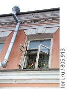 Окно в старинном доме нижний новгород (2008 год). Стоковое фото, фотограф Светлана Архи / Фотобанк Лори