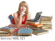 Купить «Ученица с книгами и ноутбуком», фото № 806721, снято 28 марта 2009 г. (c) Анатолий Типляшин / Фотобанк Лори