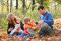 Семья в осеннем парке, фото № 811037, снято 20 октября 2016 г. (c) Losevsky Pavel / Фотобанк Лори
