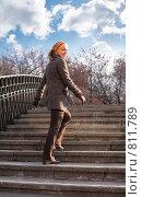 Купить «Девушка поднимается по ступенькам», фото № 811789, снято 25 марта 2019 г. (c) Losevsky Pavel / Фотобанк Лори