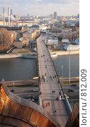 Купить «Пешеходный мост. Москва», фото № 812009, снято 15 октября 2019 г. (c) Losevsky Pavel / Фотобанк Лори