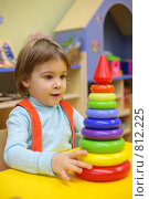 Купить «Девочка в детском саду играет с пирамидкой», фото № 812225, снято 29 декабря 2008 г. (c) Losevsky Pavel / Фотобанк Лори