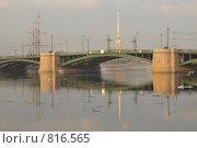 Купить «Весенняя Нева. Биржевой мост. Санкт-Петербург», эксклюзивное фото № 816565, снято 13 апреля 2009 г. (c) Александр Алексеев / Фотобанк Лори