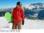Купить «Сноубордист на фоне гор», фото № 819125, снято 20 января 2009 г. (c) Дмитрий Яковлев / Фотобанк Лори