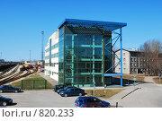 Здание из стекла и бетона (2009 год). Редакционное фото, фотограф Татьяна Vikkerkaar / Фотобанк Лори