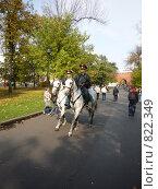 Конный патруль в Москве (2008 год). Редакционное фото, фотограф Елена Середникова / Фотобанк Лори