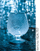 Купить «Хрустальный бокал под брызгами воды», фото № 824757, снято 21 января 2018 г. (c) Александр Fanfo / Фотобанк Лори