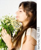 Купить «Девушка вдыхает аромат полевых цветов», фото № 827661, снято 13 апреля 2009 г. (c) Вероника Галкина / Фотобанк Лори