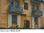 Купить «Фасад старого дома», фото № 843529, снято 7 сентября 2008 г. (c) Наталия Печёрских / Фотобанк Лори
