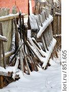 Развалившийся забор. Стоковое фото, фотограф Дания Насрутдинова / Фотобанк Лори