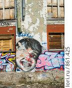 Купить «Гранж фон, обшарпанная стена с граффити», фото № 861425, снято 19 ноября 2017 г. (c) Александр Fanfo / Фотобанк Лори