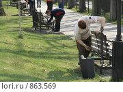 Купить «Субботник в парке», фото № 863569, снято 17 июня 2019 г. (c) Устинова Мария / Фотобанк Лори
