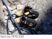 Купить «Скальные туфли и веревка», фото № 870533, снято 31 июля 2008 г. (c) Смыгина Татьяна / Фотобанк Лори