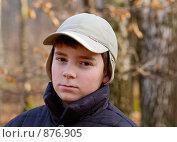 Купить «Мальчик  в осеннем лесу», фото № 876905, снято 28 октября 2007 г. (c) Литова Наталья / Фотобанк Лори