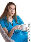 Купить «Девушка с чашкой кофе сидит на кресле», фото № 879405, снято 26 марта 2009 г. (c) Кувшинников Павел / Фотобанк Лори