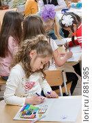 Купить «Девочки рисуют в детском саду», фото № 881985, снято 5 мая 2009 г. (c) Федор Королевский / Фотобанк Лори