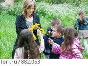 Купить «Старшая группа детсада на прогулке в парке», фото № 882053, снято 5 мая 2009 г. (c) Федор Королевский / Фотобанк Лори