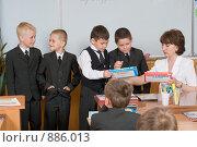 Купить «Первоклассники и первый учитель», фото № 886013, снято 22 мая 2009 г. (c) Федор Королевский / Фотобанк Лори
