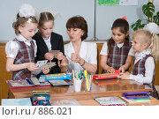 Купить «Первоклассники и первый учитель», фото № 886021, снято 22 мая 2009 г. (c) Федор Королевский / Фотобанк Лори