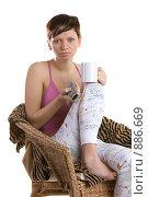 Купить «Девушка перед телевизором с кружкой в руках», фото № 886669, снято 26 марта 2009 г. (c) Кувшинников Павел / Фотобанк Лори