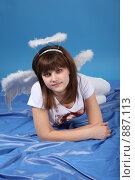 Купить «Девушка в костюме ангела», фото № 887113, снято 3 мая 2009 г. (c) Евгений Батраков / Фотобанк Лори