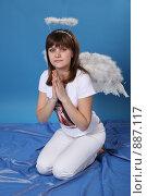 Купить «Девушка в костюме ангела», фото № 887117, снято 3 мая 2009 г. (c) Евгений Батраков / Фотобанк Лори