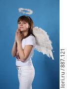Купить «Портрет девушки в костюме ангела», фото № 887121, снято 3 мая 2009 г. (c) Евгений Батраков / Фотобанк Лори