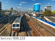 Купить «Электропоезд, покидающий Павелецкий вокзал (Москва)», фото № 890233, снято 3 мая 2009 г. (c) Дмитрий Яковлев / Фотобанк Лори