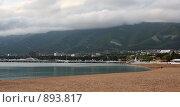 Купить «Геленджик, безлюдный пляж, вечер», фото № 893817, снято 15 мая 2009 г. (c) Наталья Чуб / Фотобанк Лори