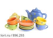 Купить «Набор разноцветной посуды», фото № 896293, снято 15 января 2009 г. (c) Сергей Галушко / Фотобанк Лори