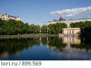 Купить «Москва. Патриаршие пруды», фото № 899569, снято 26 мая 2009 г. (c) Михаил Ворожцов / Фотобанк Лори