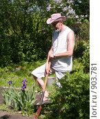 Купить «Мужчина с вилами», эксклюзивное фото № 903781, снято 31 мая 2009 г. (c) Алина Голышева / Фотобанк Лори