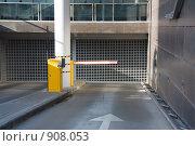 Купить «Въезд в подземную парковку», фото № 908053, снято 30 мая 2009 г. (c) Алексас Кведорас / Фотобанк Лори