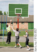 Купить «Баскетбол во дворе», фото № 910957, снято 23 января 2019 г. (c) Вадим Кондратенков / Фотобанк Лори