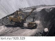 Купить «Погрузка угля в самосвал», фото № 920329, снято 9 июня 2009 г. (c) Максим Попурий / Фотобанк Лори