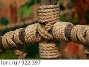 Купить «Веревочное крепление деревянного забора», фото № 922397, снято 11 мая 2009 г. (c) Быкова Наталья / Фотобанк Лори